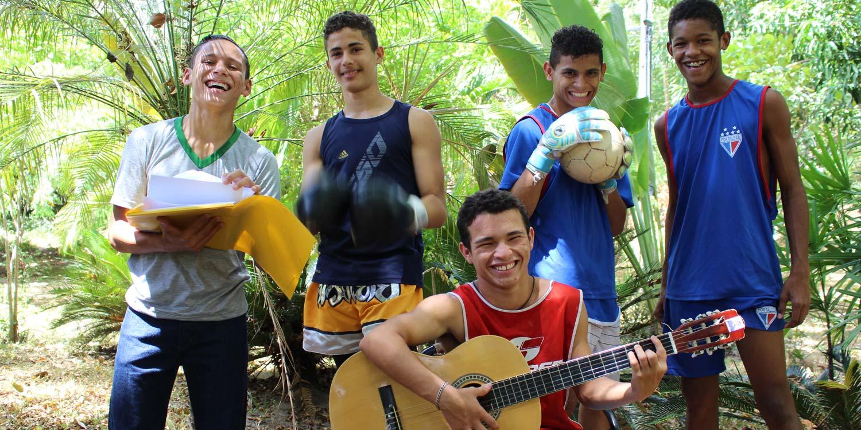Nazareno Hilfsprojekt - Vom Straßenkind zum Bankangestellten